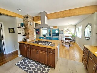 5 Bedroom 1/2 acre in Old Town Cottonwood! Close to SEDONA! Perfect for Groups!