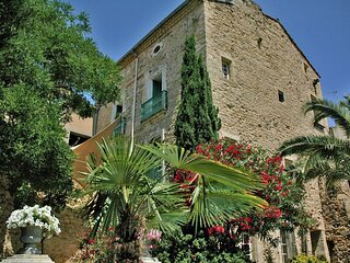 Montblanc Castle Sleeps 13 with Pool Air Con and WiFi - 5881453