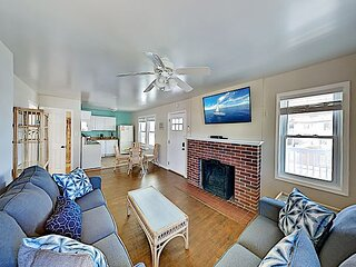 Downtown Getaway with Private Balcony - 5-Minute Walk to Beach & Boardwalk!