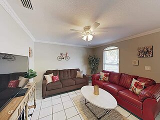 'Nautical Touches' - 4BR in West Tampa with Fenced-in Backyard