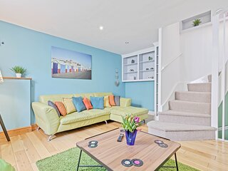 Pebble Mews House - Sleeps 6 to 8 guests