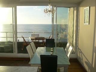 Stunning two bedroom apartment with beautiful uninterrupted sea views, holiday rental in Penzance