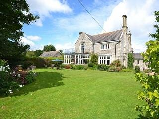 Mulberry Lawn Ground Floor Apartment, holiday rental in Brading