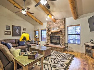 NEW! Charming Mountain Condo w/ Balcony in Pinetop