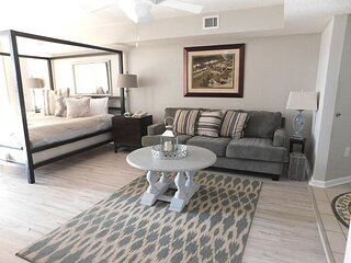 Dream Vacations are Made Here! Gorgeous Condo on the Waterway!