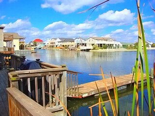Private Channel Home, Steps To The Beach, Pool Table & Fishing Dock!
