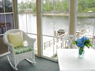2 Bedroom 1st Floor Waterway Views!! Boat watch from the Screened Patio!