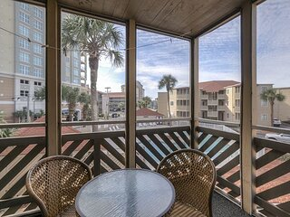 Huge Pool! This 2BR Unit Has Recently Been Updated! Very Charming!