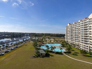 Beautifully Decorated 3BR with Gorgeous Waterway Views In Yacht Club!