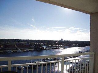 3BR Comfortable, Spacious & Tons of Amenities!! Waterway Views