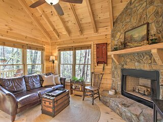 NEW! Couples Getaway Cabin by Hiking + Waterfalls!