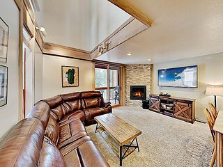 Gold Bend Condo | New Kitchen & Fireplace | Free Door-to-Lifts Ski Shuttle
