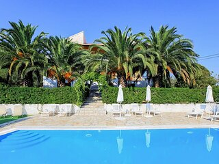 Cochelli Villa Lower: Swimming Pool, Walk to Beach, A/C, WiFi, Car Not Required