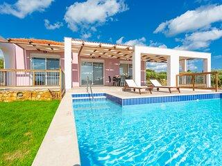 Vatsa Beach Villa: Large Private Pool, Walk to Beach, Sea Views, A/C, WiFi