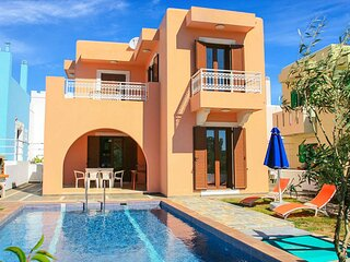 Villa Kassos: Large Private Pool, Walk to Beach, A/C, WiFi, Car Not Required