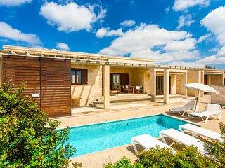 Water Front Villa Shalom: Private Pool, Walk to Beach, Sea Views, WiFi
