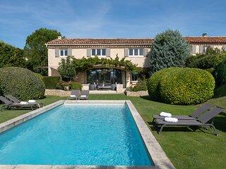 A contemporary provencal Bastide near Gordes