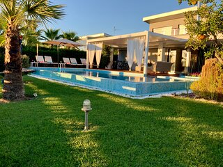 Sea Breeze Villa at Sani -Luxury Mediterranean villa with private pool & jacuzzi
