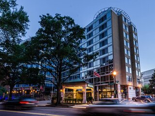 Two Modern Units in the Heart of DC! Restaurant, Gym