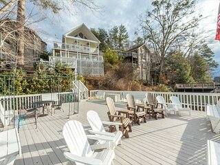 All Decked Out | Gorgeous Lakefront Views, Gas Grill, and Private Boat Dock!