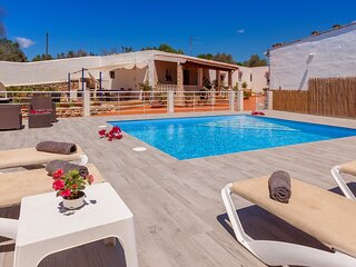 Villa - 6 Bedrooms with Pool and WiFi - 109088
