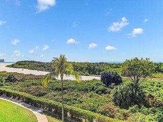 Beachfront condo w/ heated pool & wraparound balcony w/ unmatched views