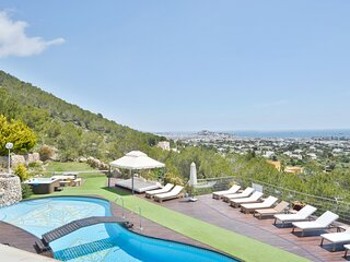 Villa - 6 Bedrooms with Pool and WiFi - 109008