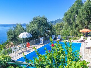 Villa Nafsika: Traditional, with private pool, colourful gardens, lovely