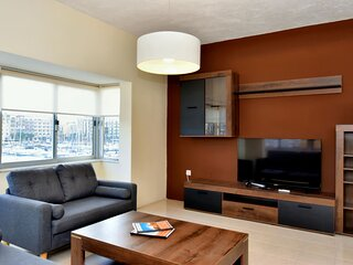 Bright and Spacious 2 Bedroom Apartment with Harbour View - 3