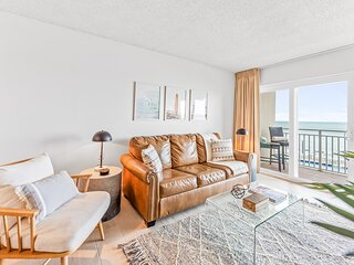 Direct Ocean Front - Brand New & Million $ View!!