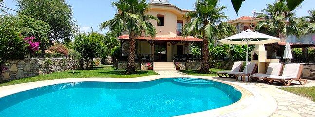 Villa Nefise - 3 bedroom with private pool in the heart of Dalyan, sleeps 5, holiday rental in Koycegiz