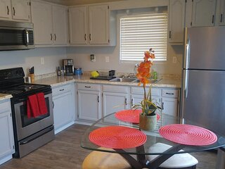 Cute Apartment Just 3-5 minutes from UT, the Old City, and Downtown Knoxville