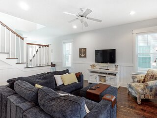 Coastal chic home w/ access to shared amenities, dog-friendly, shopping nearby!