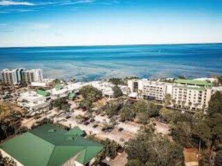 Bayside 2 Bedroom Villa with Beach Access, location de vacances à Miramar Beach