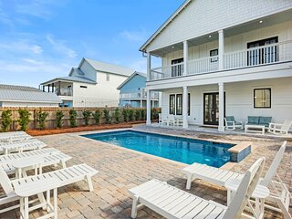 Brand New Luxury Home- Private Pool Free 6 Passenger Golf Cart! 2-3 Min to Beach