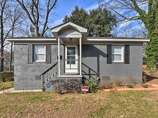 NEW! Renovated Charlotte Bungalow - 3 Mi to Dtwn!