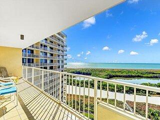 Corner beachfront condo w/ heated pool, fitness room & tennis courts