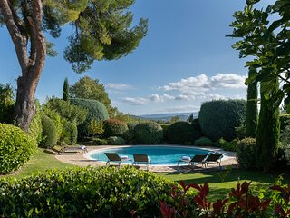A traditional provencal farm with heated big round pool