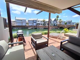 Martin's Sunny Spacious Villa ♥ Patio on Water's Edge | WIFI | DSTV