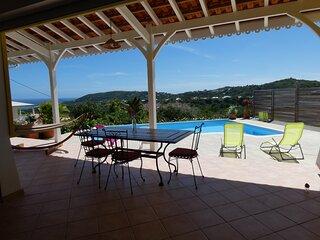 Villa d'architecte neuve de style creole avec belle vue mer, 8 couchages