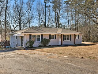 NEW! Apartment 6 Mi to Sweetwater Creek State Park