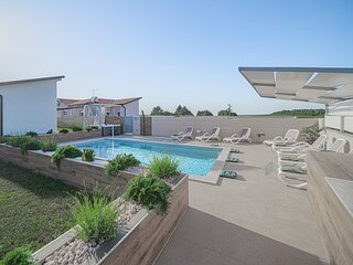Elegant Villa Bruio with an outdoor hot tub and a pool