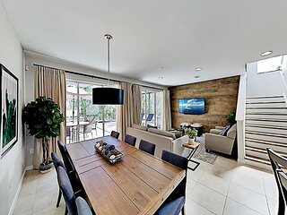 Choice Townhome with Private Hot Tub: Pool & Water Park - Near Disney World