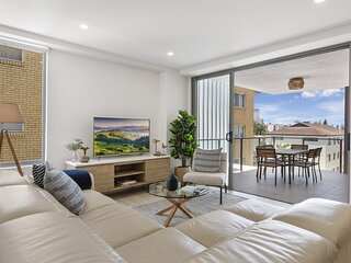 Stunning 3-Bed Unit with Parking and Pool near Beach