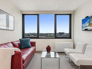 1-Bed Unit with Gym in Heart of CBD Dining and Shops