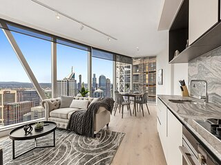 Luxe 2-Bed City Unit with Pool, Sauna, Gym and Golf