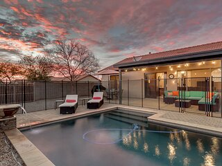 Relaxing 4 Bedroom Home with Sparkling Heated Pool!