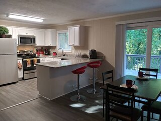 6 Rooms, Home Theater, Pool Table, BIG YARD, Near Airport