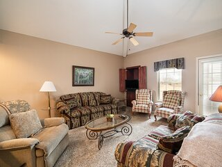 Luxurious 3 Bedroom Course View Golf Condo featuring Indoor Pool Access & All-Se