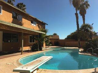 4BR Villa ★ Pool ★ Sleeps 16+ ★ Strip/Airport 3m ⛍